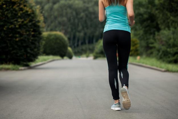 mujer-corriendo_1303-170