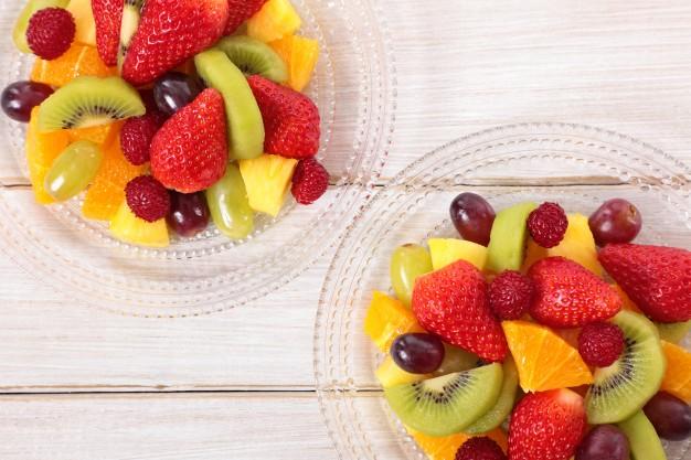 ensalada-de-fruta-mezclada-con-frutas-frescas_1147-51