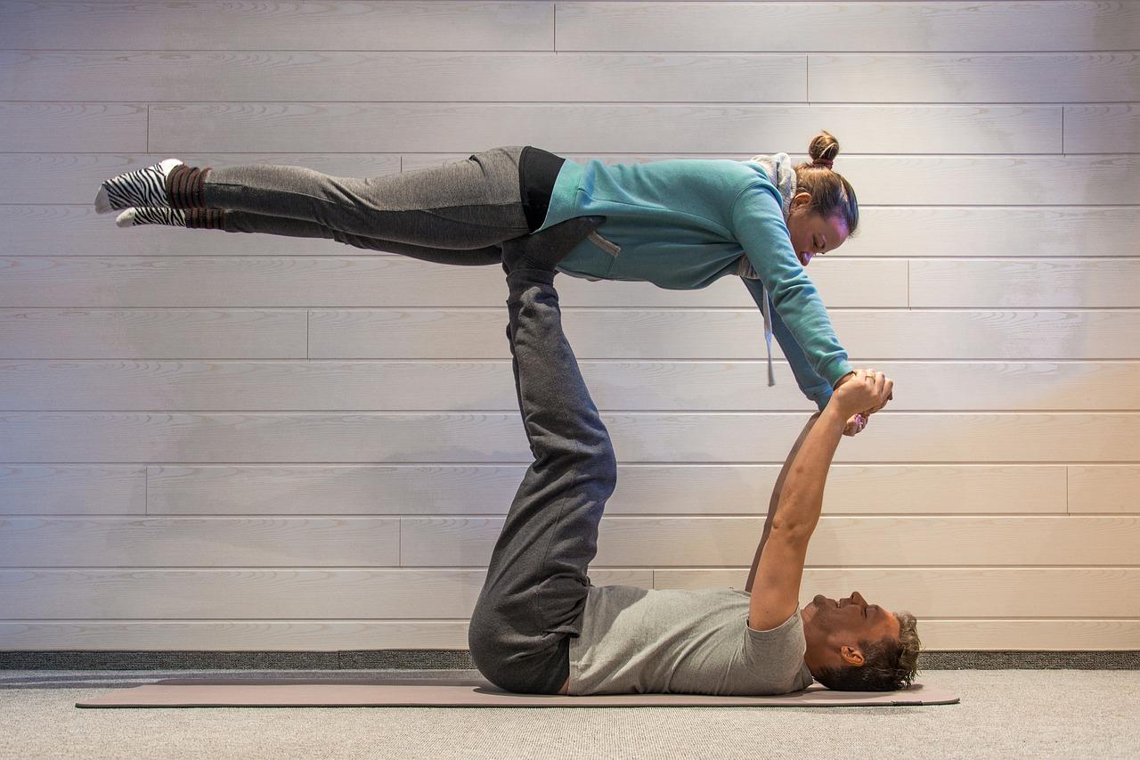 acro-yoga-2280635_1280